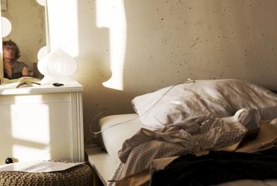 Spiegel op nachtkastje